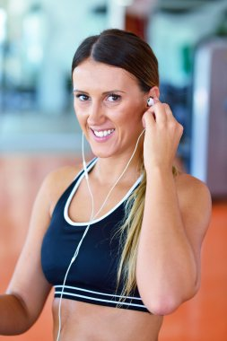 woman putting earphones before exercise