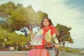 Fotografie Attraktive glücklich Frau auf einem Roller