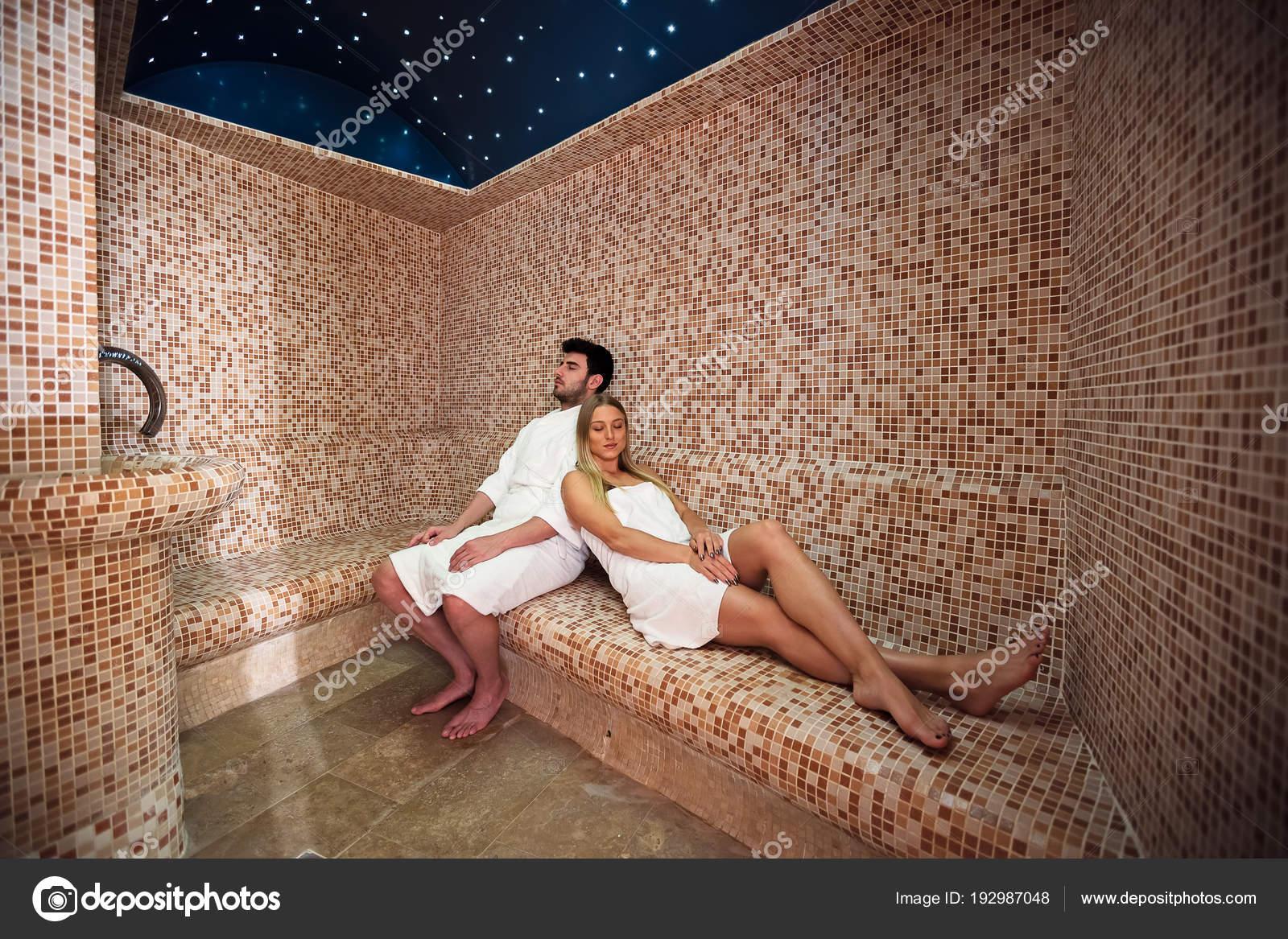 Секс пар в бане сауне в воде