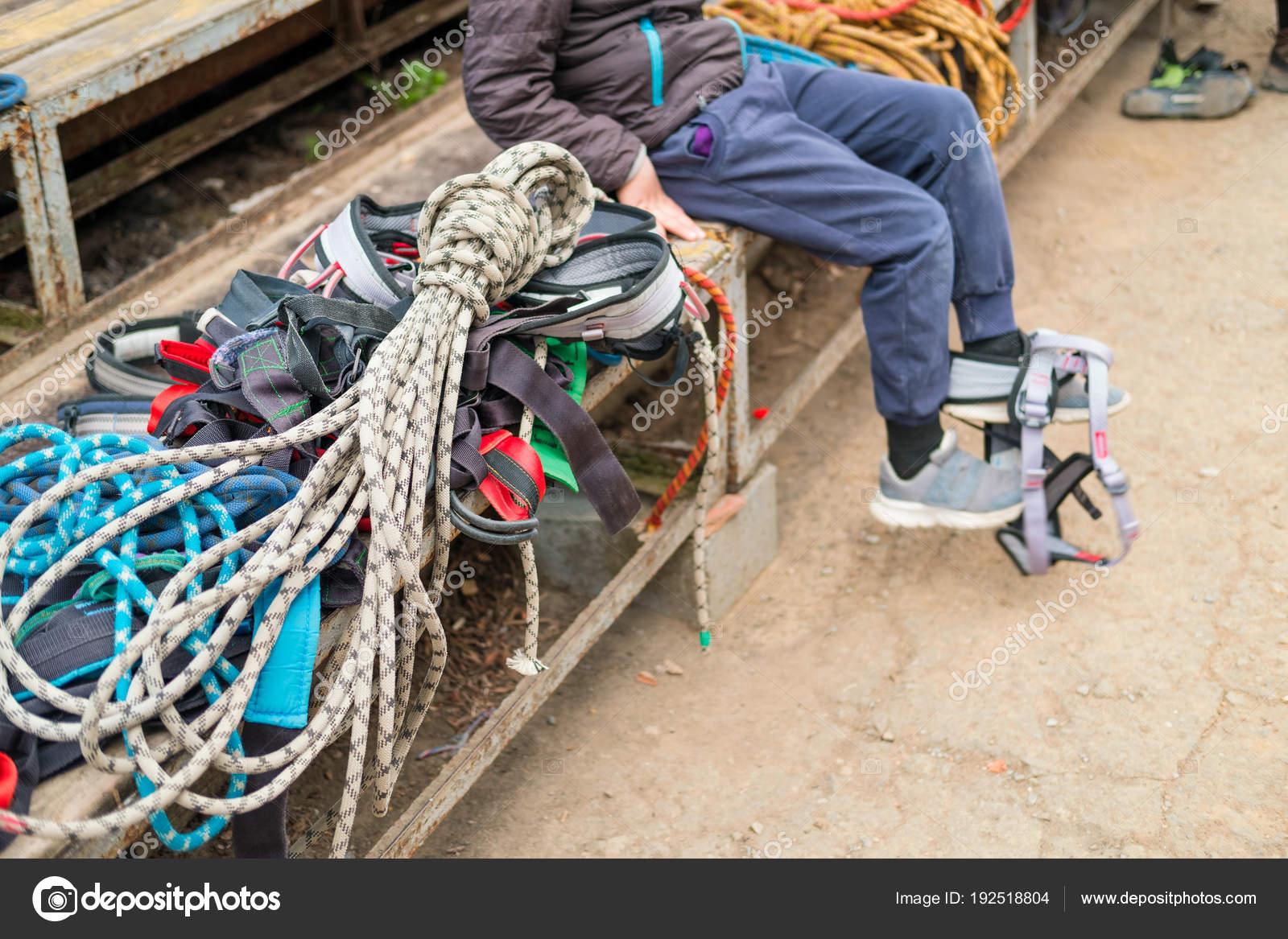 Kletterausrüstung Rucksack : Kletterausrüstung seile karabiner rucksäcke aussetzung zum sitzen