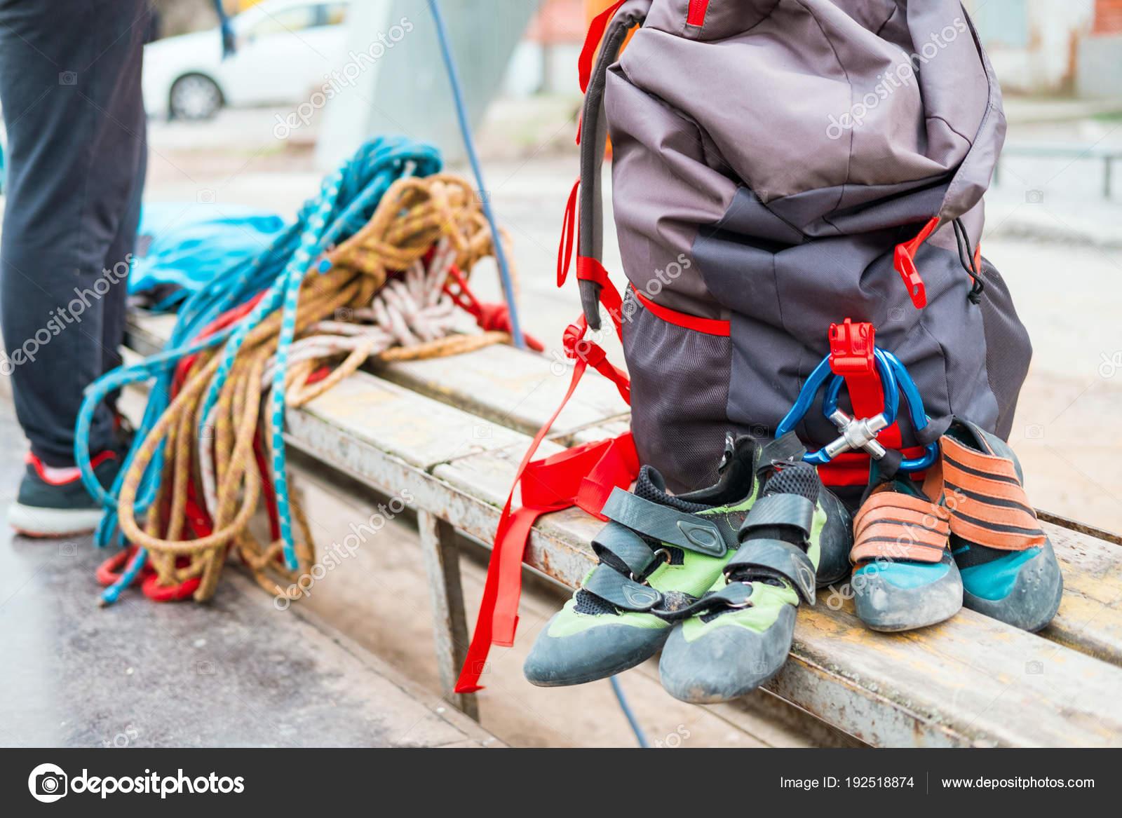 Rucksack Kletterausrüstung : Kletterausrüstung seile karabiner rucksäcke aussetzung zum sitzen