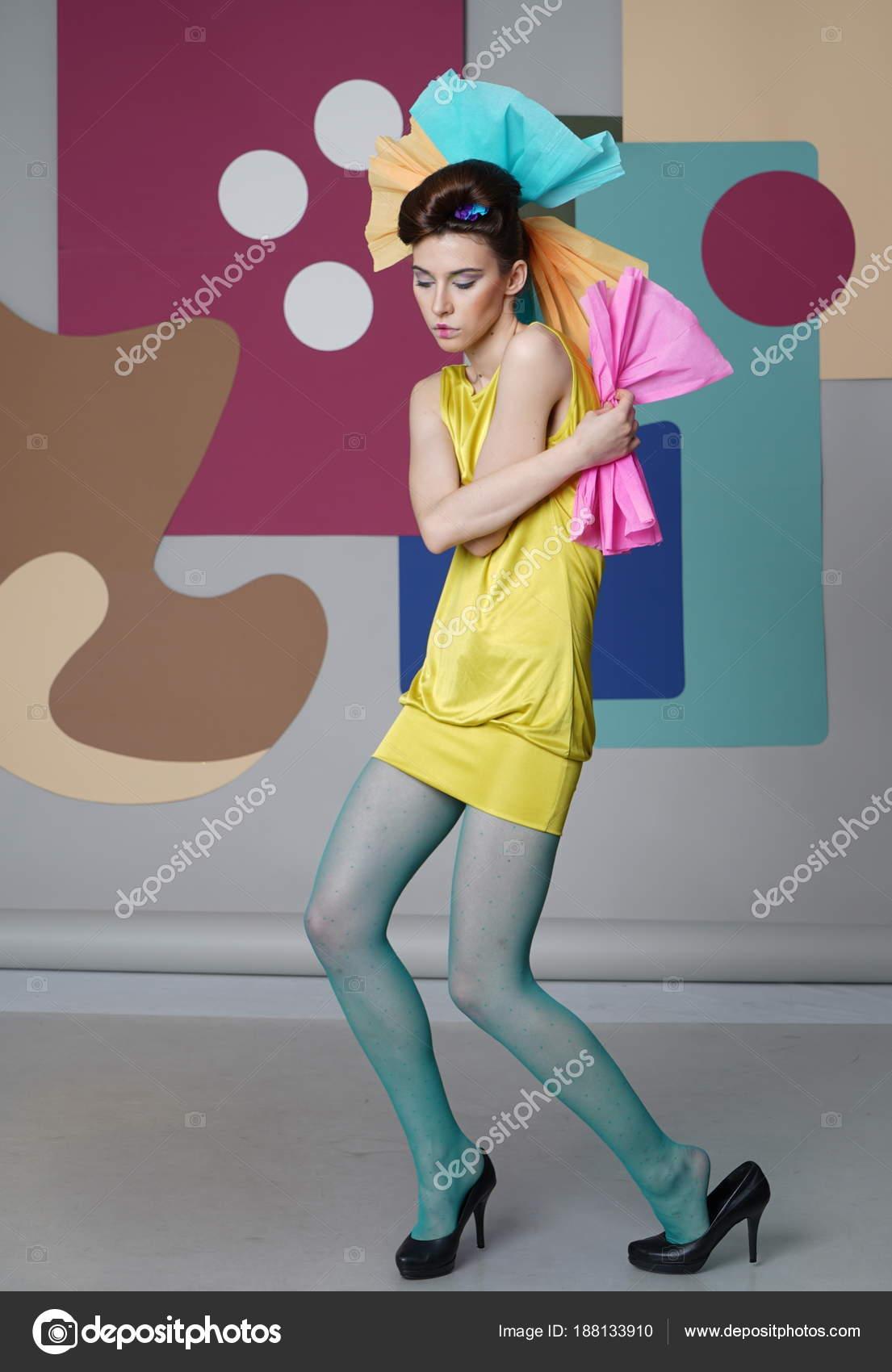 Девушка в коротком платье и колготках — pic 9