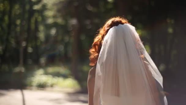 Видео одевания женщин фото 494-162