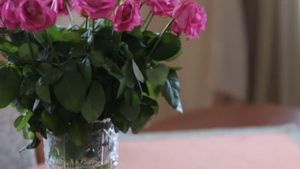 Růže kytice rotační, multi barevné, přiblížit