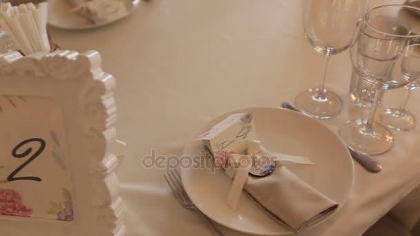 Svatební stůl výzdoba zblízka