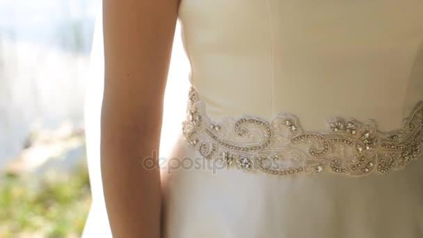 Krásné svatební šaty na nevěsta