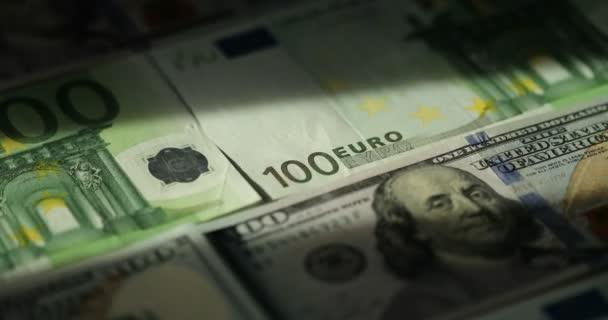 Peníze a finance. Hotovost DPH, daně, dluhy, výdajů, úvěrů. Closeup rotace