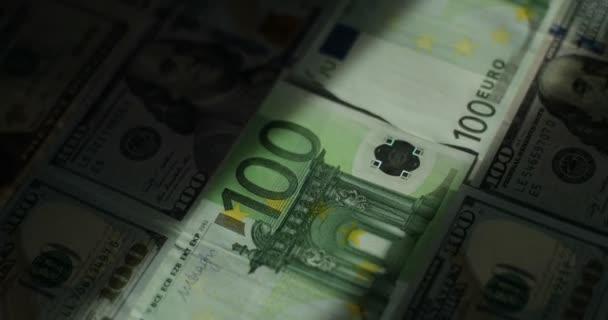 Euro, nás dolar, mezinárodní papírové peníze. Hlavní slovo měny nás dolar a Euro, švýcarský Frank cetky rotující pojem obchodní zázemí, smyčky ready