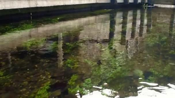 Pomalý běh městě Taramundi vodní kanál 23