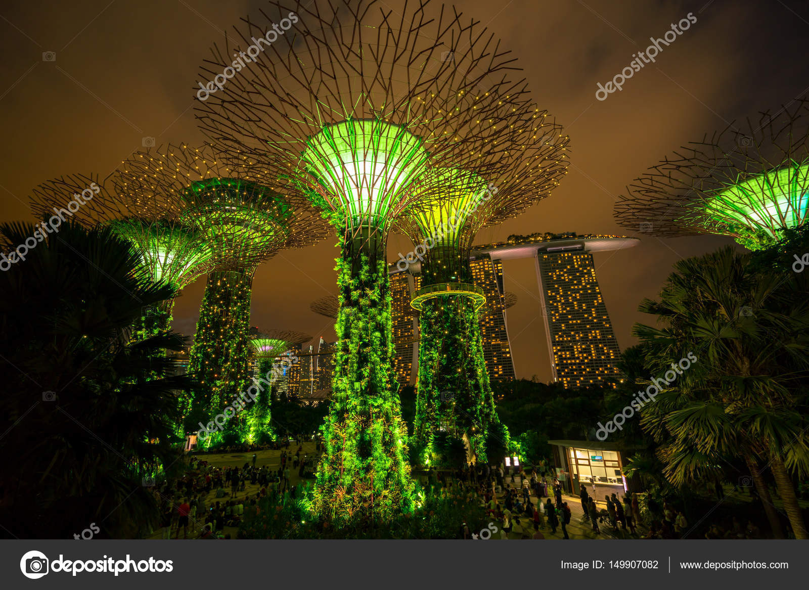 Singapore Night Skyline at Gardens by the Bay – Stock Editorial ...