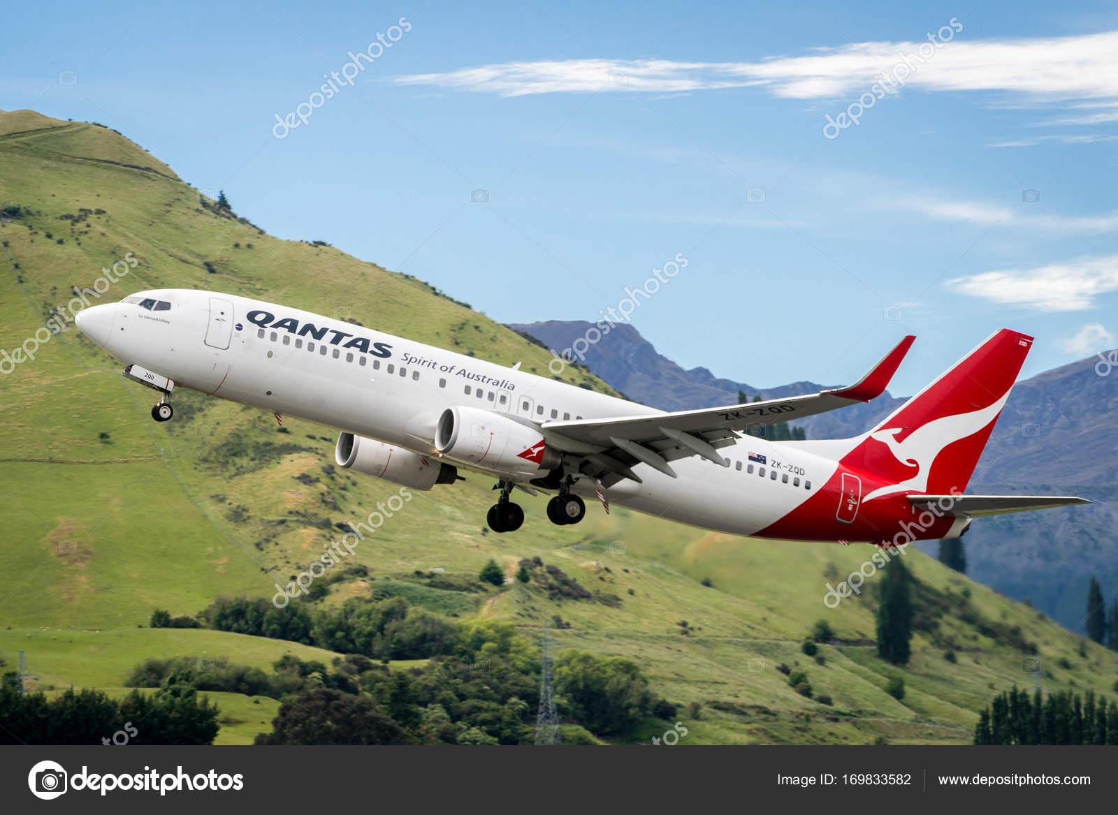 Avio da qantas airways decola do aeroporto fotografia de stock avio da qantas airways decola do aeroporto fotografia stopboris Images
