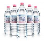 Skupina z lahví na vodu plastové nápoj