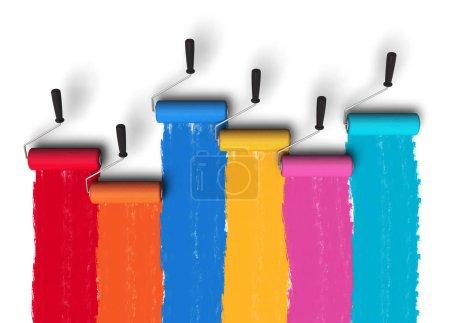 Photo pour Concept de créativité : illustration en 3D de l'ensemble des pinceaux à rouleaux de couleur avec des traînées de peinture sur mur isolé sur fond blanc - image libre de droit