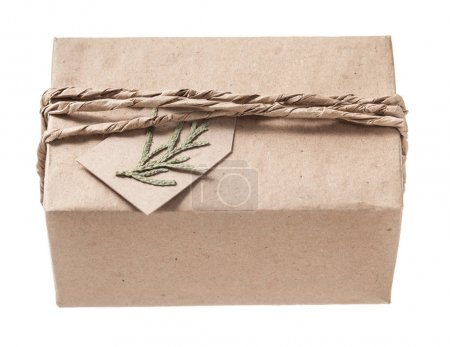 Vintage handgemachte verpackte Geschenkbox isoliert auf weiß