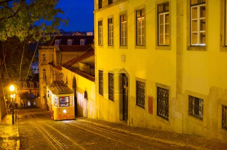 Funicular going down by street