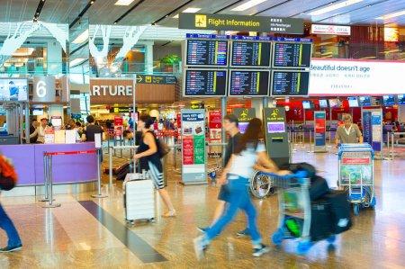 Personnes en attente à l'aéroport de Changi