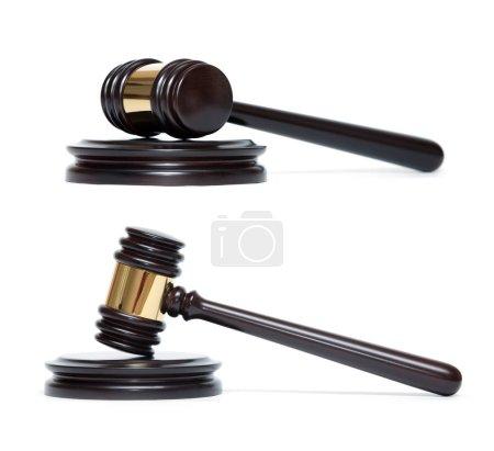 Photo pour Un marteau de juge en bois et la table d'harmonie isolé sur fond blanc - image libre de droit