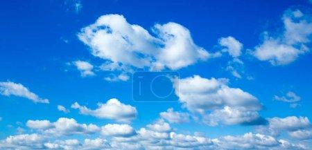 Photo pour Ciel bleu avec nuages. fond nuageux - image libre de droit