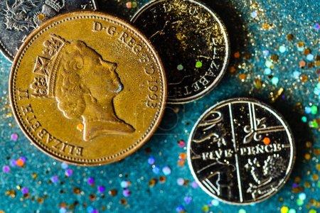Photo pour Tas de pièces en anglais closeup - image libre de droit