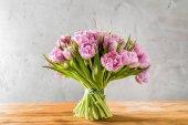 Kytice růžových tulipánů