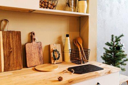 Photo pour Cuisine moderne intérieure avec mobilier d'époque - image libre de droit