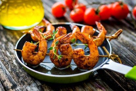 Photo pour Crevettes de soja au miel grillé, vue rapprochée - image libre de droit