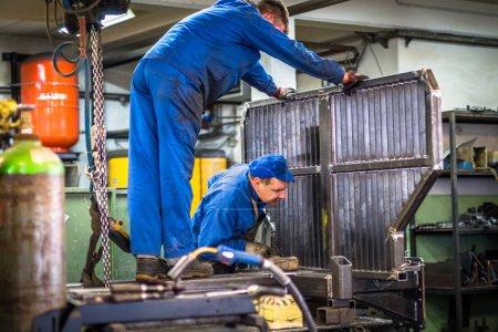 Arbeiter in der Metallindustrie