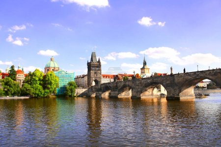 Photo pour Pont Charles à Prague, capitale de la République tchèque, Europe. Patrimoine mondial de l'UNESCO - image libre de droit