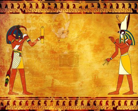 Photo pour Fond grunge avec des images de dieux égyptiens Toth et Horus et vieille texture en stuc de couleur jaune. Modèle maquillé. Espace de copie pour le texte - image libre de droit