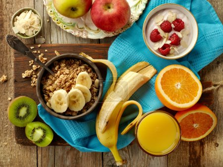 Foto de Ingredientes del desayuno saludable en la mesa de madera, vista superior - Imagen libre de derechos