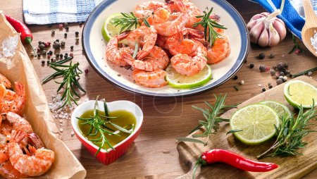 shrimps in plate with slices of lime