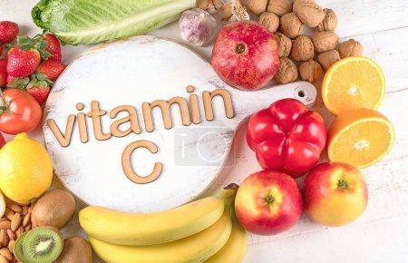 Foto de Alimentos ricos en vitamina C. Vista superior. Concepto de alimentación saludable - Imagen libre de derechos
