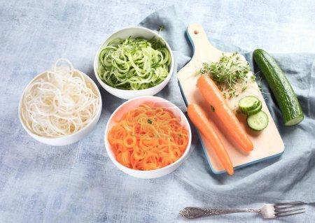 frisches Gemüse auf Tellern