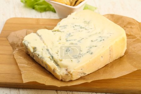 Delicious Gorgonzola cheese slice with salad leave...