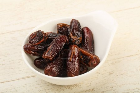 Sweet dates in the bowl