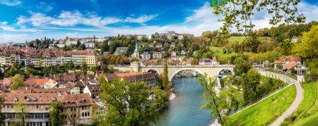 Photo pour Vue panoramique de Berne en un jour d'été en Suisse - image libre de droit