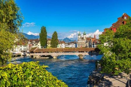 Photo pour Centre historique de la ville de Lucerne (Suisse) - image libre de droit