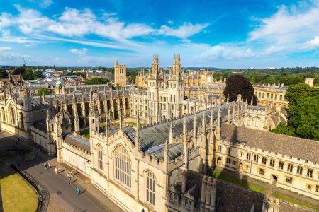 Photo pour Vue aérienne panoramique du All Souls College, Oxford University, Oxford, Angleterre, Royaume-Uni - image libre de droit