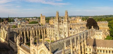 Photo pour Panoramique vue aérienne du All Souls College, Oxford University, Oxford, dans une journée d'été belle, Angleterre, Royaume-Uni - image libre de droit