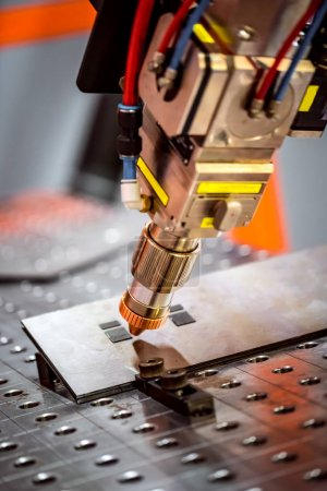 Fibre laser robotic remote cutting system