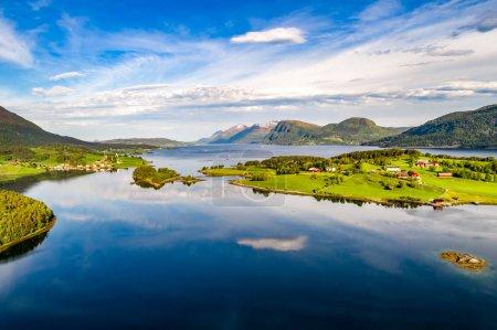 Photo pour Belle photographie aérienne de Norvège Nature naturel paysage. - image libre de droit