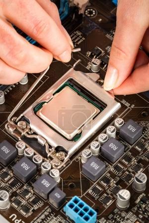 Photo pour Processeur moderne et la carte mère pour un ordinateur à la maison - image libre de droit