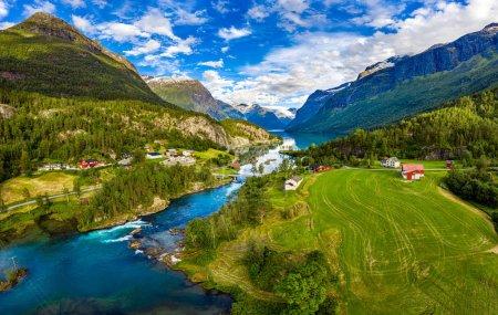 Photo pour Magnifique nature Norvège paysage naturel. lovatnet lac Lodal vallée. - image libre de droit