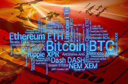 Photo pour Crypto-monnaies avec une capitalisation de plus de 100 millions de dollars. La taille de la police montre approximativement la part de marché des devises numériques. Cloud Word sur fond financier - image libre de droit