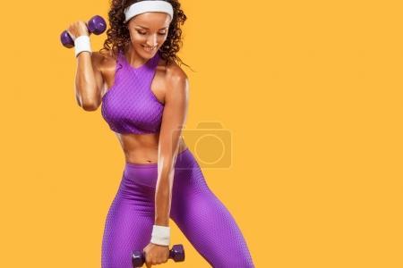 Photo pour Sportive belle femme exerçant pour rester en forme - image libre de droit