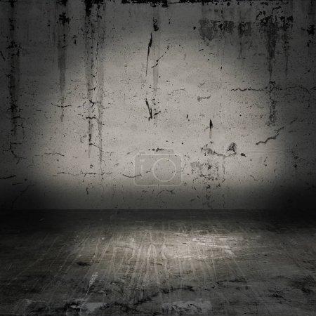 Foto de Antigua sala de Grunge con muro de hormigón - Imagen libre de derechos