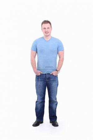 Foto de Retrato de tamaño completo.el chico en jeans y una camiseta aislada sobre fondo blanco - Imagen libre de derechos