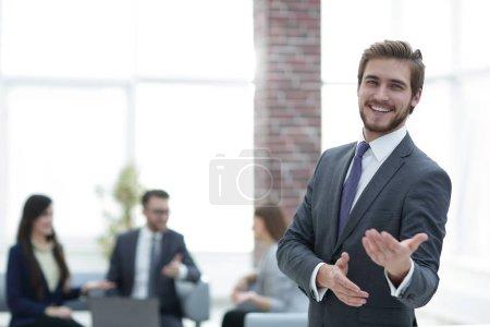 """Photo pour Concept d'entreprise et de bureau - réunion de l """"équipe d'affaires au bureau . - image libre de droit"""