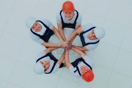 Photo pour Grand groupe de travailleurs debout en cercle - image libre de droit