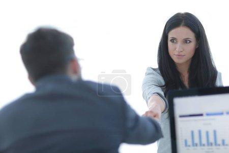 Photo pour Femme d'affaires accueille collègue avec poignée de main. photo avec espace de copie. affaires - image libre de droit